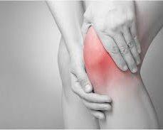 膝を痛める女性