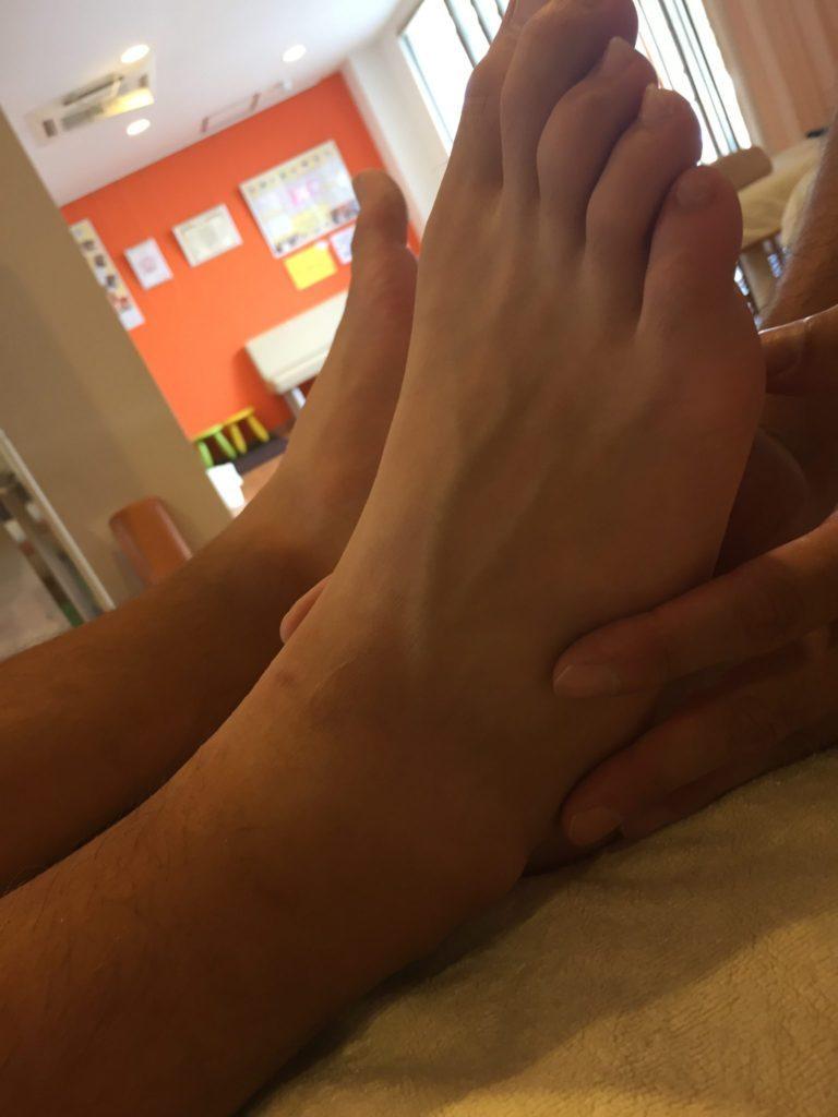 足首捻挫の学生